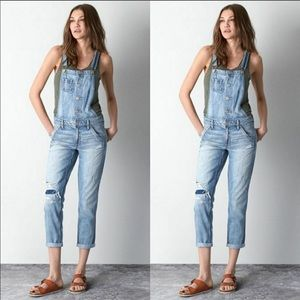 American eagle cropped distressed overalls sz.L